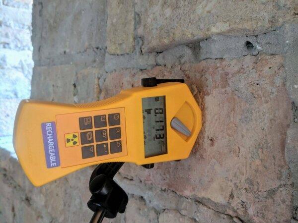 Sugárzásmérő tömör kis téglákon